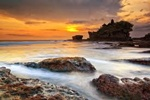 Best Bali Travel Company to go around Bali to visit Twins Temple of Tanah Lot and Uluwatu Temple with Beautifull Sunset